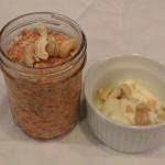 Pudim de cenoura ralada com chia, iogurte e castanhas