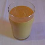 Batida de leite de coco, abóbora, canela e pasta de amendoim