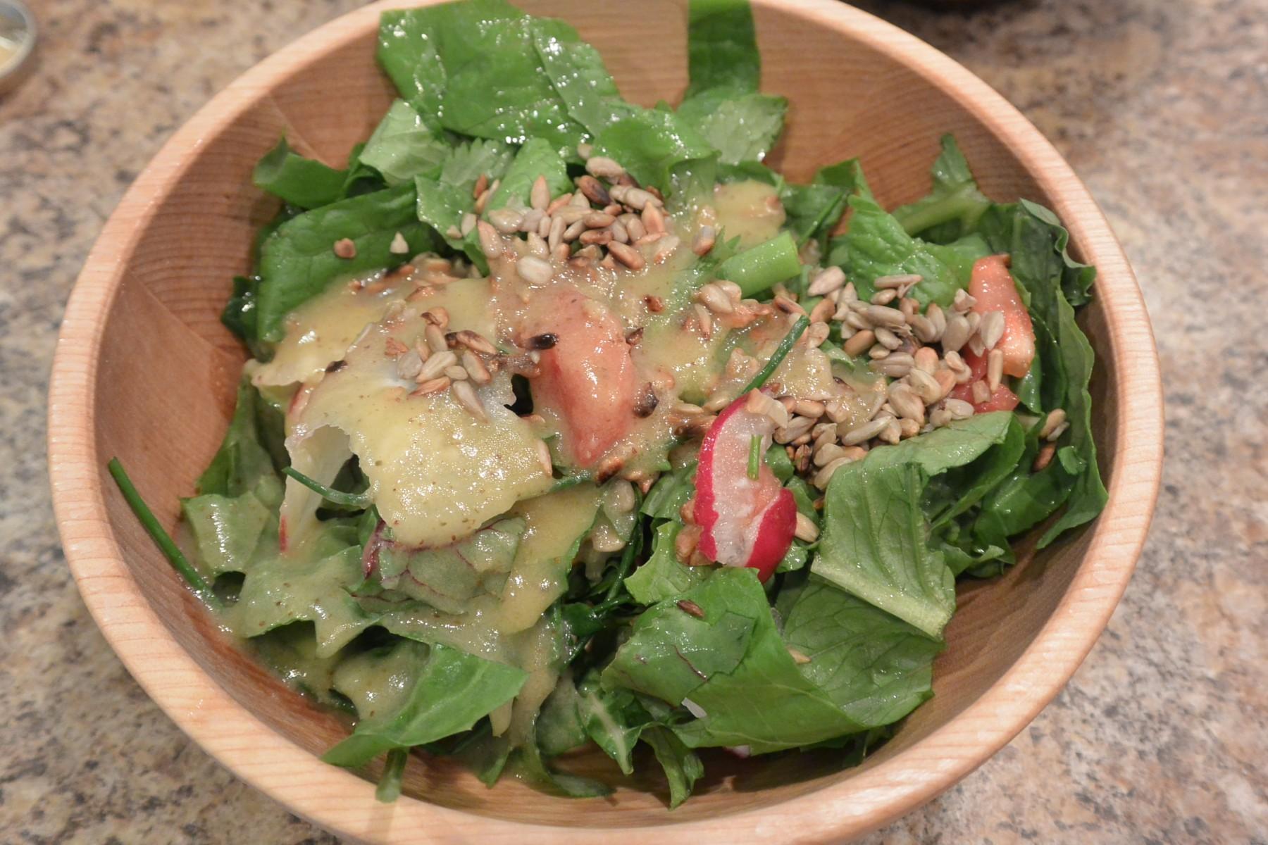 Salada com molho caseiro